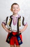 Ragazzo ucraino fiero portare costume tradizionale Fotografie Stock