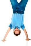 Ragazzo upside-down fotografie stock libere da diritti