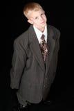Ragazzo in vestito graduato adulto Fotografia Stock