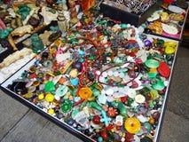 Ragbag de la joyería en un mercado callejero en Hong Kong Foto de archivo libre de regalías