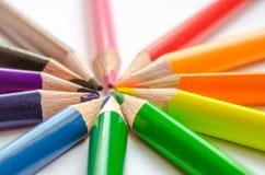 Raggi colorati della matita su fondo bianco Fotografia Stock
