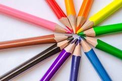 Raggi colorati della matita su fondo bianco Fotografie Stock Libere da Diritti