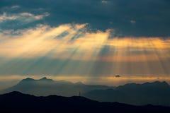 Raggi crepuscolari di alba in Tai Mo Shan Fotografia Stock Libera da Diritti