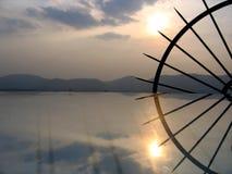 Raggi del metallo e di Sun Fotografie Stock Libere da Diritti