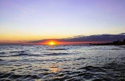 Raggi del sole che attraversa le nuvole fotografia stock libera da diritti