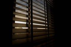 Raggi di sole che splendono depressione alcuni ciechi fotografia stock