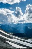 Raggi di sole in montagne, Altai La Russia Fotografia Stock
