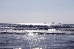 Raggi di sole sul mare Immagini Stock
