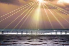 Raggi di Sun dal cielo Fotografia Stock