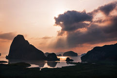 Raggi di Sun dalla nuvola Fotografie Stock Libere da Diritti