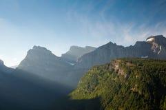 Raggi di Sun sulle montagne Fotografie Stock