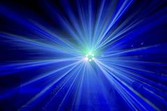 Raggi luminosi da uno spettacolo di luci della fase Fotografia Stock