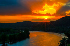 Raggi luminosi di Austin Sunset e scoppio di stupore della stella dei raggi di Sun fotografia stock