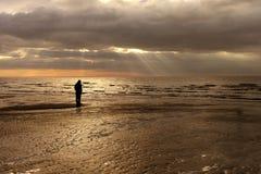 raggi luminosi, figura e spiaggia Fotografia Stock Libera da Diritti