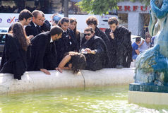 Ragging degli allievi nella spruzzatura della fontana, Lisbona Immagine Stock Libera da Diritti