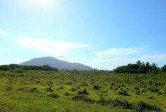 Raggio di sole sulla montagna fotografia stock