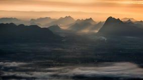 Raggio e montagna di Sun Fotografia Stock