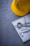 Raggiro della costruzione della scala a nonio della bussola di disegno del casco del quaderno Immagini Stock