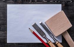 Raggiro di carta pulito della costruzione della matita di legno del maglio degli scalpelli più costanti Fotografia Stock Libera da Diritti