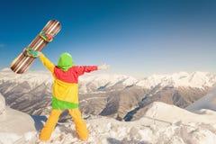 Raggiunga lo snowborder all'alta montagna allo svizzero Immagini Stock