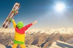 Raggiunga lo snowborder all'alta montagna allo svizzero Immagine Stock