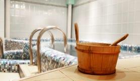 Raggruppamento di acqua nella sauna Fotografie Stock Libere da Diritti