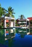Raggruppamento nella sezione tropicale della stazione termale e del giardino con la spiaggia Fotografie Stock