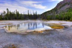 Raggruppamento verde smeraldo alla sosta nazionale del Yellowstone Immagine Stock