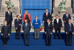 Raggruppi la foto dei partecipanti della sommità di alleanza militare di NATO fotografie stock libere da diritti