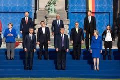 Raggruppi la foto dei partecipanti della sommità di alleanza militare di NATO immagini stock libere da diritti