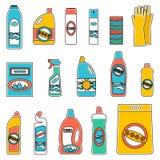 Raggruppi le bottiglie dei prodotti chimici per la famiglia su fondo bianco Fotografia Stock