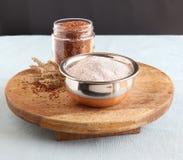 Ragi mąka w pucharze na Drewnianym stole zdjęcie royalty free