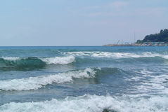 Raging sea under blue sky Royalty Free Stock Photography
