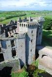 Raglan het Kasteel ruïneert recent middeleeuws kasteel - Zuidoostenwales stock afbeeldingen