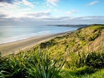 Raglanowej kipieli plaży Północna wyspa Nowa Zelandia obrazy royalty free