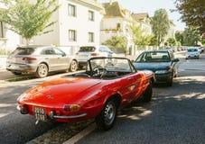 Ragno di Romeo dell'alfa parcheggiato sulla via francese fotografie stock libere da diritti