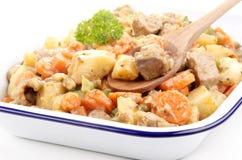 Ragoût de porc avec des raccords en caoutchouc et des pommes de terre Photo stock