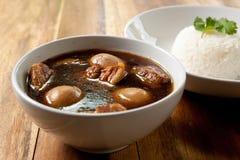 Ragoût de porc avec l'oeuf et le riz. Images libres de droits