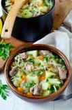 Ragoût de viande, de chou et de pommes de terre images libres de droits