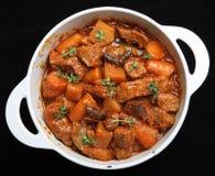 Ragoût et légumes de cocotte en terre de boeuf Image stock