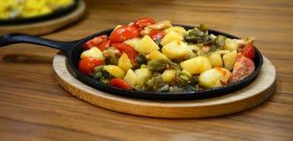 Ragoût végétal dans une poêle Photo libre de droits