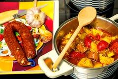 Ragoût d'Espagnol avec la saucisse de chorizo Image libre de droits