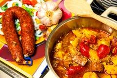Ragoût d'Espagnol avec la saucisse de chorizo Photo libre de droits