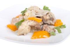 Ragoût de poulet avec le poivron doux d'isolement sur le fond blanc Sha Photographie stock