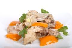 Ragoût de poulet avec le poivron doux d'isolement sur le fond blanc Sha Photo stock