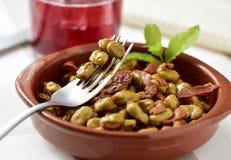Ragoût espagnol de fève avec du jambon de serrano Photos stock