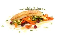 Ragoût végétal avec des poissons et des canneberges Photographie stock