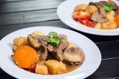 Ragout που γίνεται από το κρέας και τα λαχανικά Στοκ Φωτογραφίες