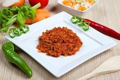 Ragout und Gemüse in einem Teller Stockfoto