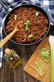 Ragu bolonhês delicioso na frigideira Imagens de Stock